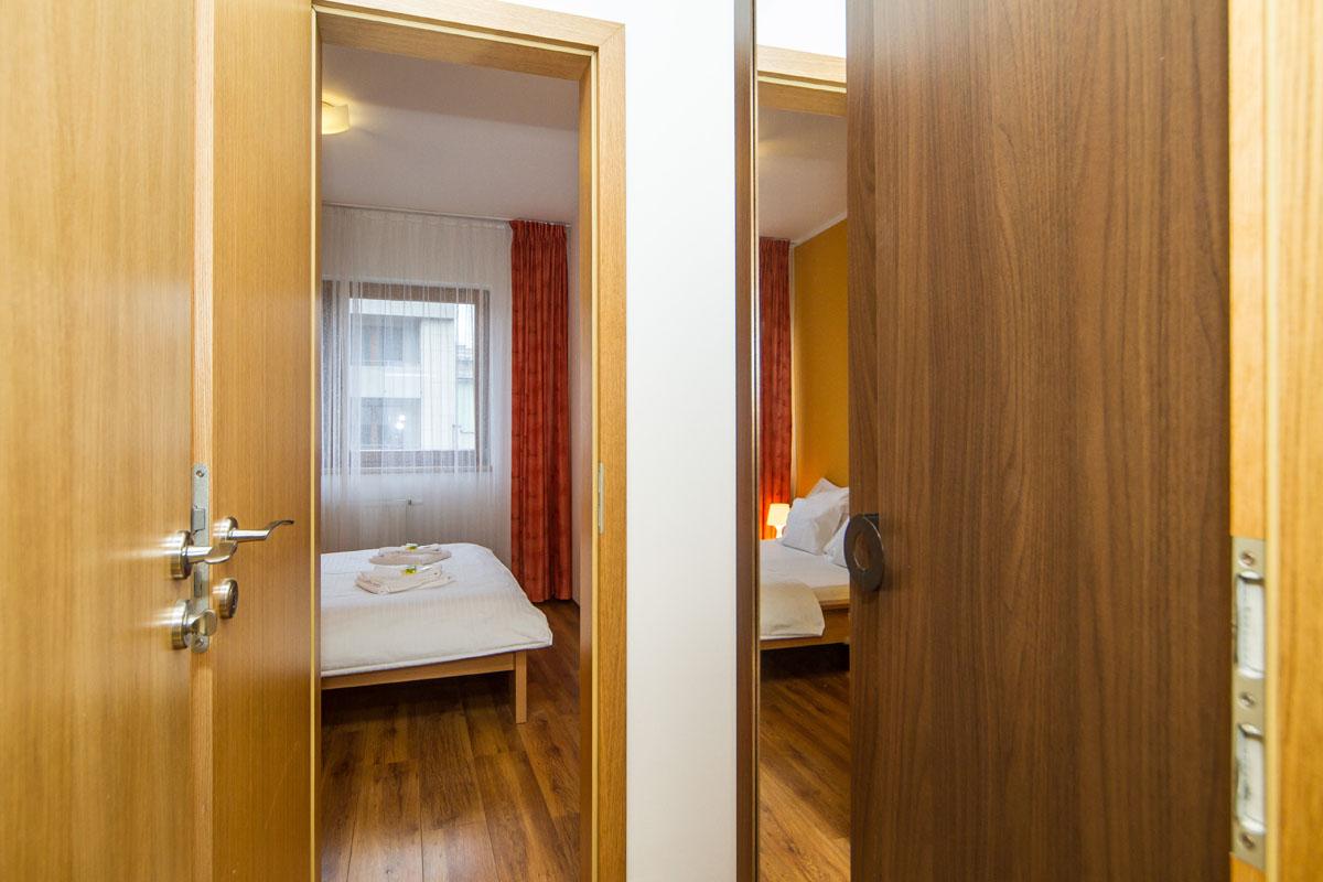 large-suite12