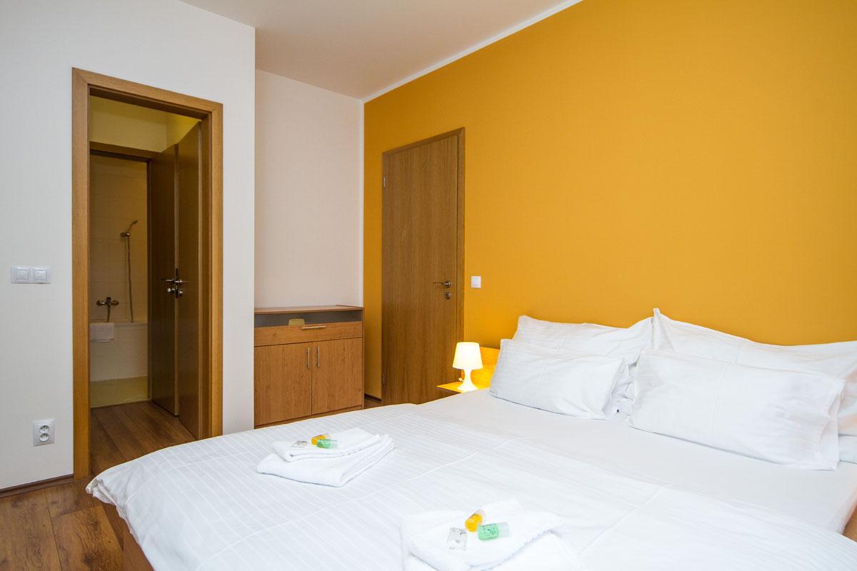 large-suite13