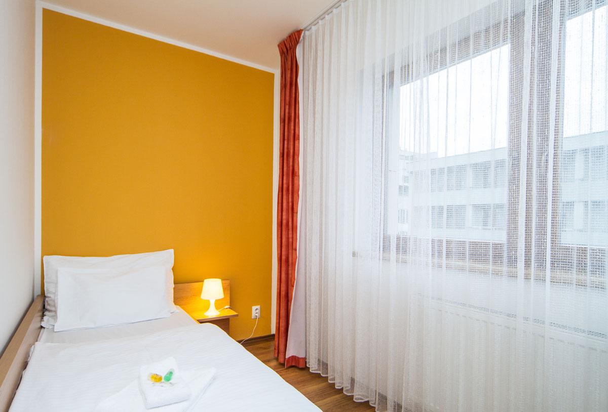 large-suite15